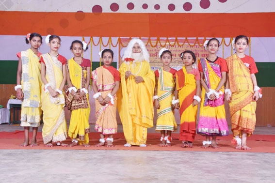 mvm ambikapur have performed devotional and patriotic songs and dance