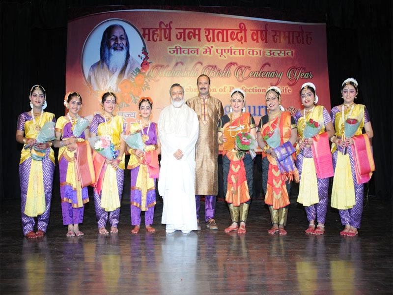mvm presented beautiful dance on happiness in villages and having joy of having picture with dignitaries