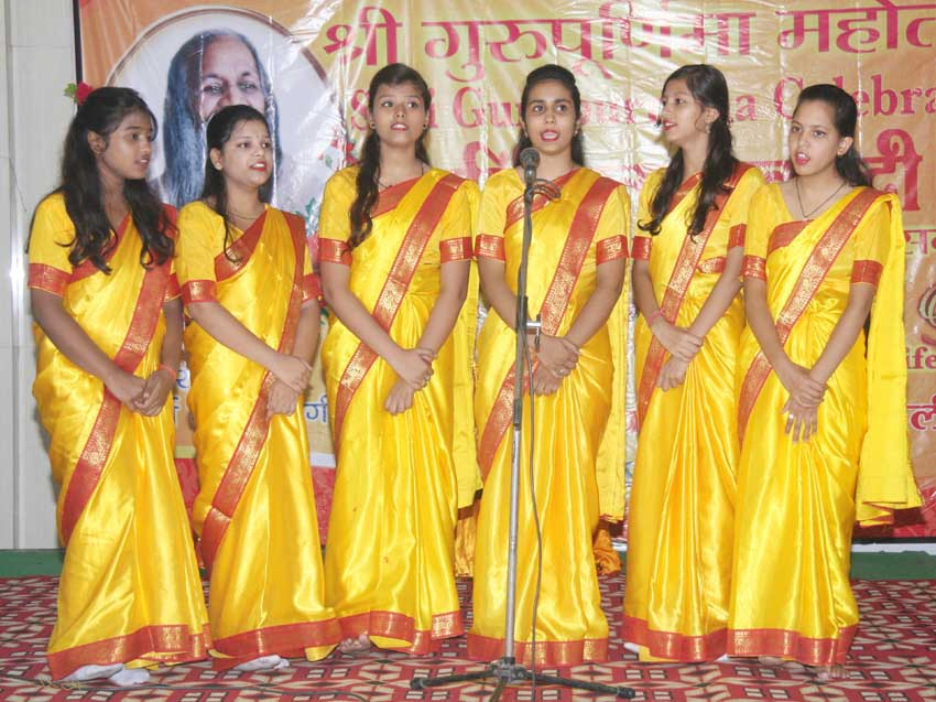 welcome song was sung by students of mvm bareilly