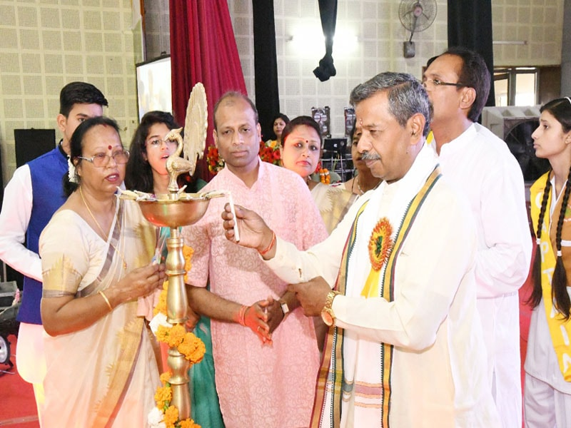 prof. bhuvnesh sharma and other dignitaries are lighting the lamp