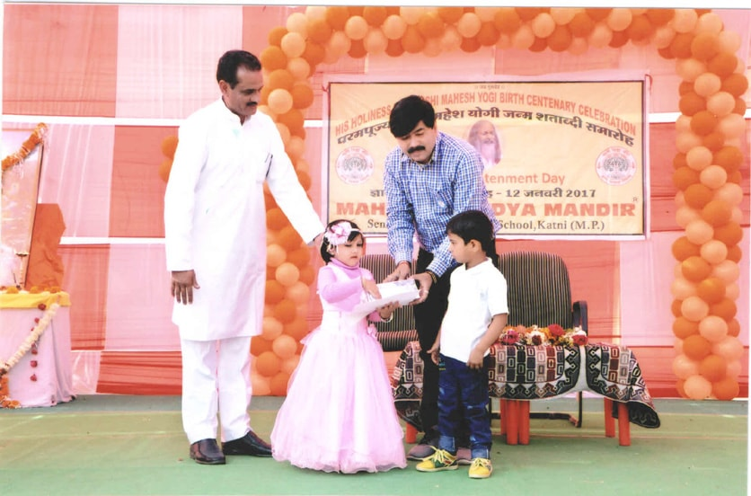 shri shashank shrivastav ca and honourable mayer of katni, chief guest has enjoyed musical performance of little kids and greeted them